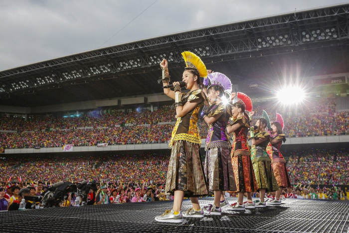 momoiro-clover-z-the-golden-history-review-fill2